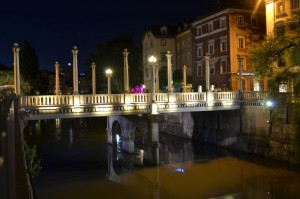 Ljubljana-cobblers-bridge-by-night